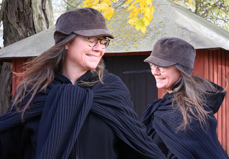 Tvillingarna Tingskull i vinterkeps från ÖHAND
